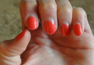 nail chip2