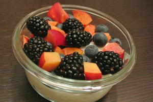 berries and nectarines yogurt bowl2