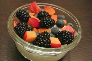 berries and nectarines yogurt bowl2